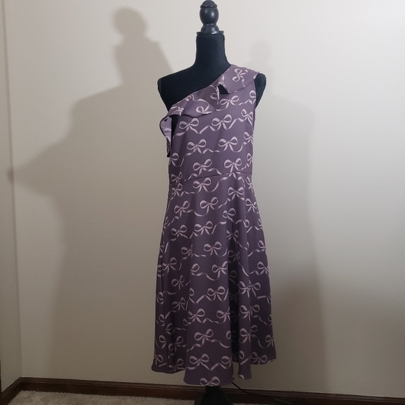 Banana Republic Factory Dresses & Skirts - Banana Republic One Shoulder Bow Print Dress